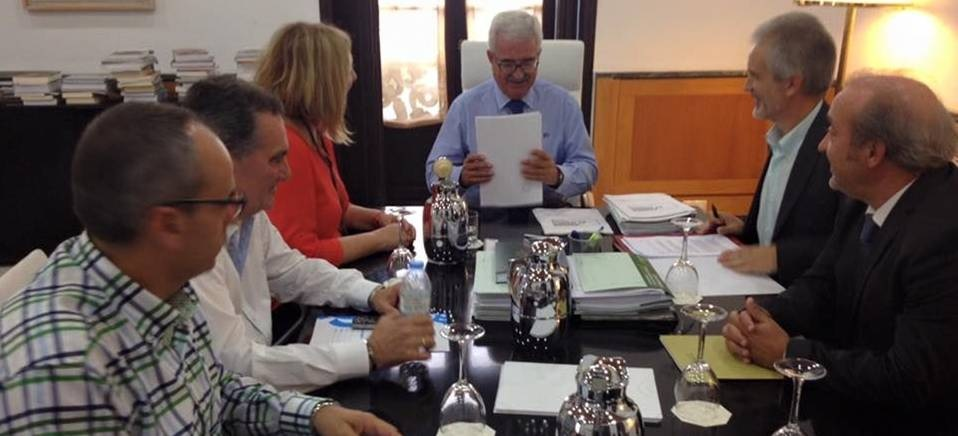 Visita alcaldesa, teniente de alcalde y concejal Salud a Sevilla para reunirse con los concejeros de Salud y Vicepresidencia