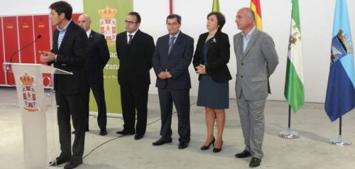 Autoridades en el acto de inauguración del nuevo Parque de Bomberos de Almuñécar