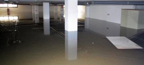 Cochera inundada por la tromba de agua ocurrida ayer