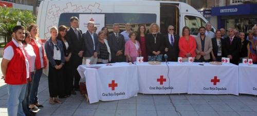 El 'Día de la Banderita' de Cruz Roja llena Motril de solidaridad