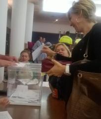 trabajadores del Ayuntamiento durante la jornada electoral