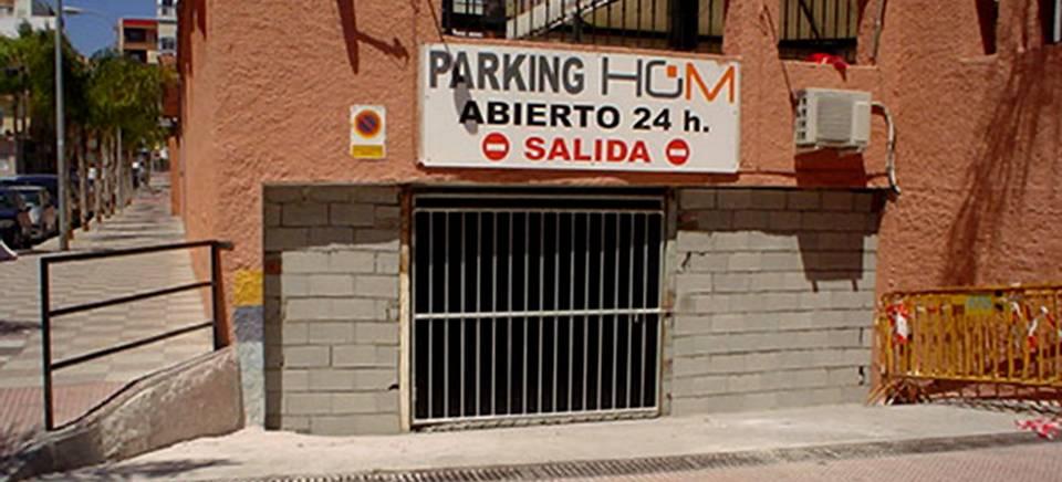 Aparcamiento del Mercado Municipal de Almuñécar cerrado