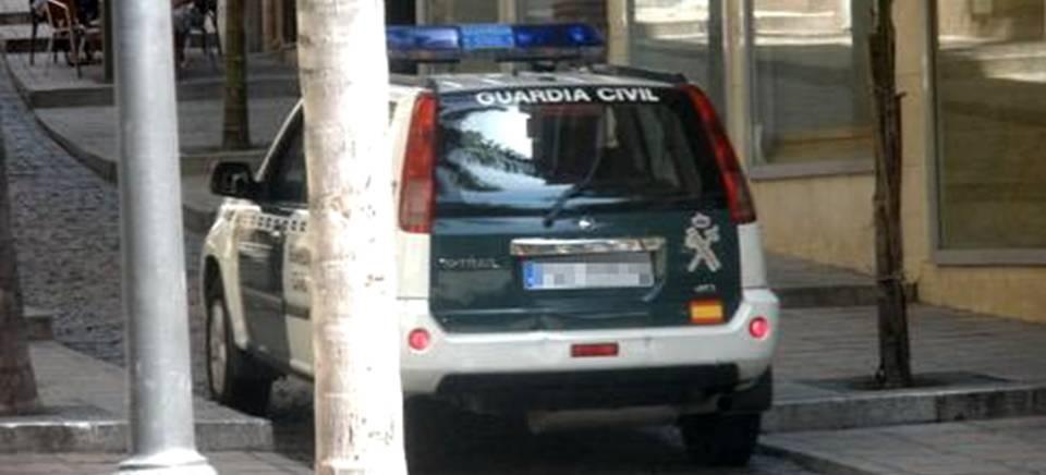 Coche patrulla de la Guardia Civil en Almuñécar
