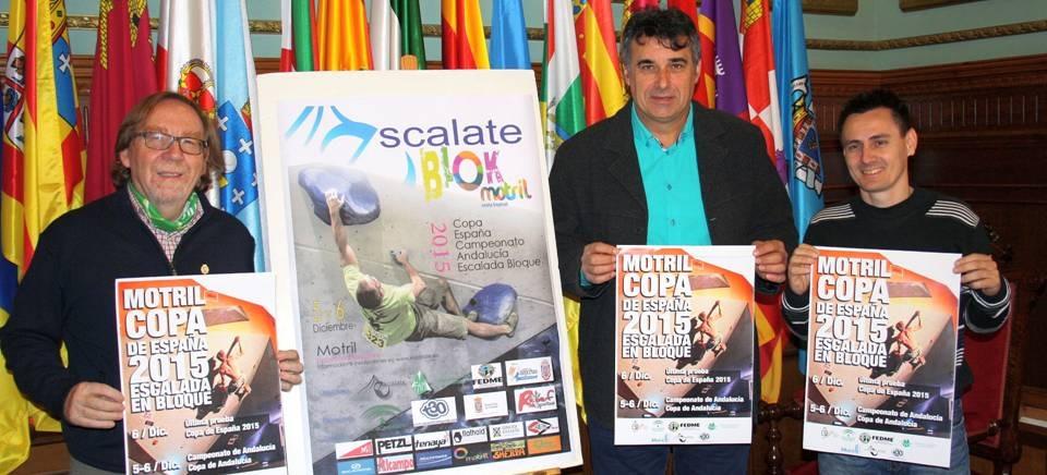 El director del área de Deportes, Emilio García, acompañado por el presidente de la Federación Andaluza de Montañismo, Julio Perea, y el presidente del Club Escalate, Antonio Merlo