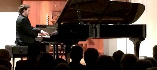 El pianista Miguel Ángel Acebo actúa este lunes en Almuñécar