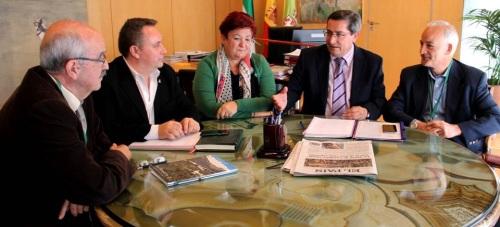 El presidente de la Diputación, José Entrena, reunido con la delegación de UNESCO Andalucía