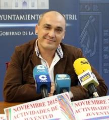 Gregorio Morales presentando actividades de noviembre de juventud