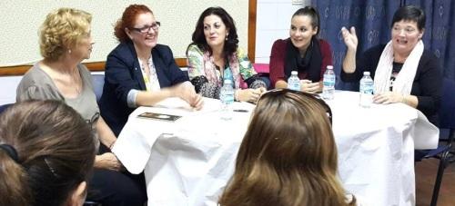 La alcaldesa de Salobreña presenta el libro 'El pozo de los recursos', de Concha Casas