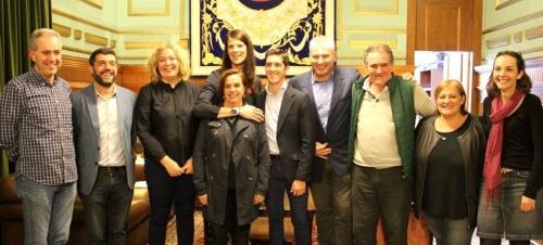La alcaldesa, Flor Almón, el teniente de alcalde, Antonio Escámez, y miembros del equipo de Gobierno junto a la atleta olimpica Ruth Beitia 2