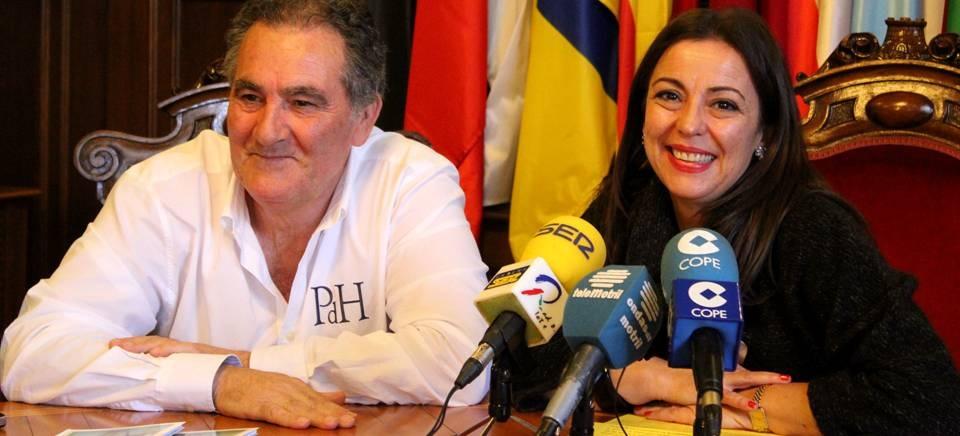 La teniente de alcalde y concejal de Turismo, Alicia Crespo, junto al teniente de alcalde y responsable del 'Plan Urban', Antonio Escámez