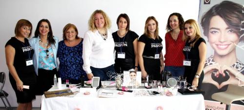 La 'V Muestra de Empresarias y Emprendedoras' reúne a más de una treintena de comerciantes de la Comarca