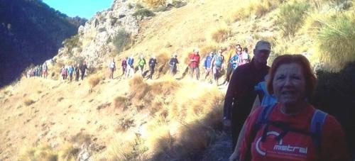 Más de 40 senderistas sexitanos recorrieron los Alayos de Dílar en una jornada otoñal soleada
