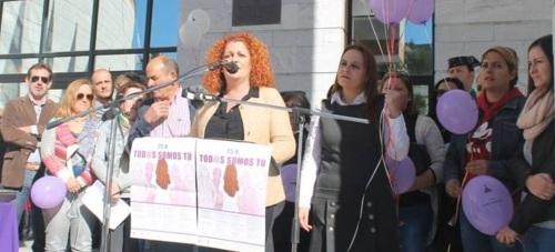 Salobreña muestra su apoyo a las víctimas de la violencia de género bajo el lema 'Todos somos tú'