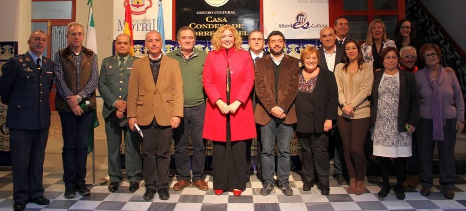 Autoridades y miembros de asociaciones tras el acto de homenaje a la Constitución