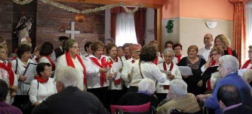 El Coro de los Talleres Municipales anima la Navidad de los mayores motrileños