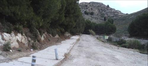 La consejería de Medio Ambiente limpia y acondiciona la carretera del 'Cortijo Cordobilla' a instancias del Ayto.