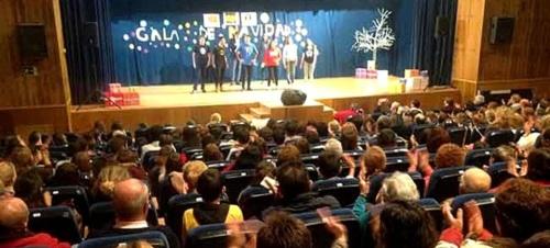La Gala de Navidad del IES de La Herradura llenó el auditorio del Centro Cívico