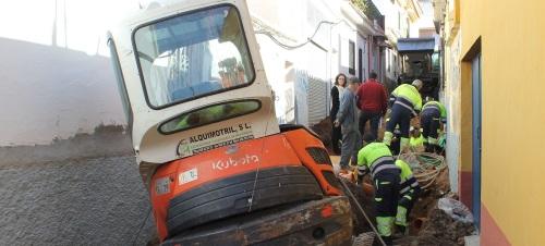 El Ayto. de Motril cambia el acerado y las redes de saneamiento de la calle Mudarra, donde también mejorará la accesibilidad