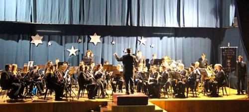 La Banda Municipal de Música de Almuñécar dio anoche su octavo concierto de Año Nuevo en La Herradura