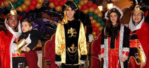 Los Carteros Reales visitaron el sábado Almuñécar para recoger las cartas de los niños a los Reyes Magos