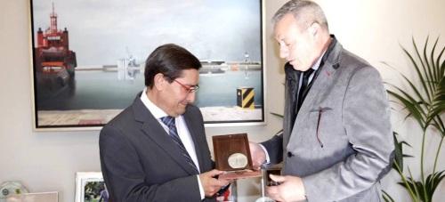 Puerto y Diputación abren un marco de colaboración para atender a los turistas de cruceros y ferrys