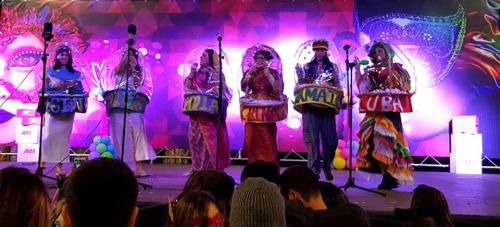Concurso de disfraces 'Gran Fiesta del Carnaval' Almuñécar 2016. 2º premio Grupo Largo. 'Las bolas viajeras del mundo'