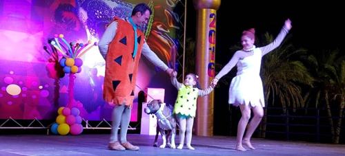 Concurso de disfraces 'Gran Fiesta del Carnaval' Almuñécar 2016. 2º premio. 'Los pica piedra'