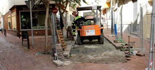 El Ayto. de Motril renueva el pavimento de las calles Puntica y Cuatro Esquinas