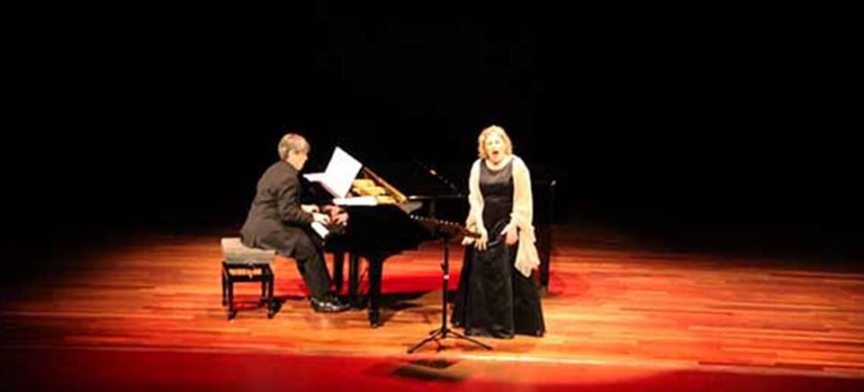 El público sexitano disfrutó de la 'Chanson' a través de la Ópera