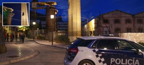 Los vecinos de las viviendas próximas a la Fábrica del Pilar desalojados este lunes comienzan a volver a sus casas