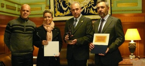 El concejal de Cultura, (2º dcha) junto al representante de Hermosillo (1º dcha) y los artistas_2