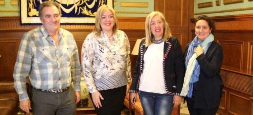 La alcaldesa,  Flor Almón, junto a los tenientes de alcalde María Ángeles Escámez y Antonio Escámez y la técnica de Formación y Empleo
