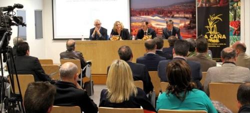 La alcaldesa subraya el interés de La Caña por la implantación de la cultura preventiva entre sus trabajadores