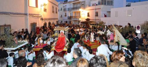 Los Macarenos salieron a las calles de Almuñécar con diecinueve pasos infantiles