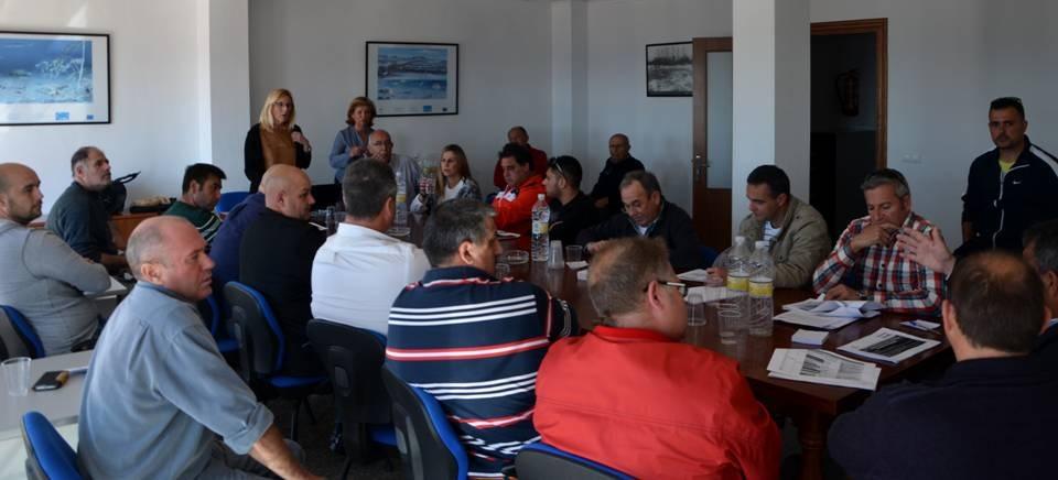 Los pescadores granadinos se reunen con el sector de Málaga para conseguir un plan de gestión que mejore el caladero mediterráneo andaluz