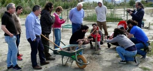 60 familias contribuyen al crecimiento de 'El Bosque de la Vida' en el humedal de la 'Charca de Suárez'