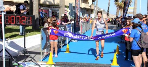 Andrés Carnivalli del Castillo y Jessica Pérez Torrente fueron los vencedores del III Triatlón Desafío Pikaeras Elite de Almuñécar