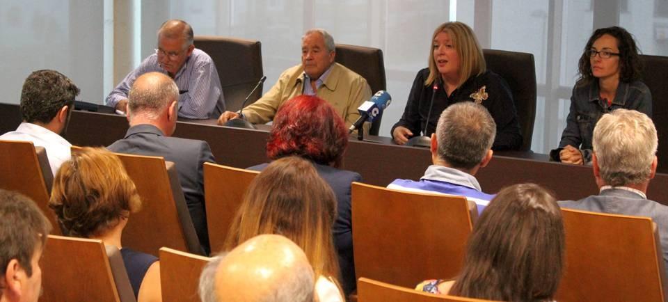 Flor Almón satifecha con la redacción del proyecto de las conducciones Béznar-Rules