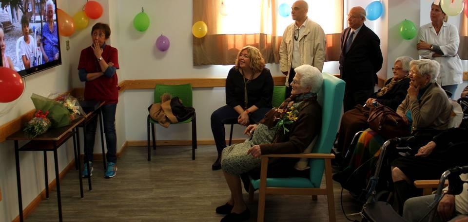 La alcaldesa acude a la Residencia de San Luis para celebrar el 100 cumpleaños de Consuelo Pérez Rute