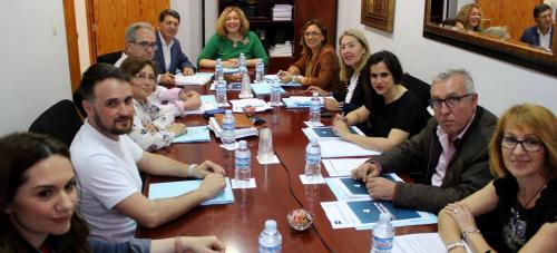 La alcaldesa muestra su compromiso para que el Ayuntamiento vuelva a apoyar económicamente a la UNED de Motril