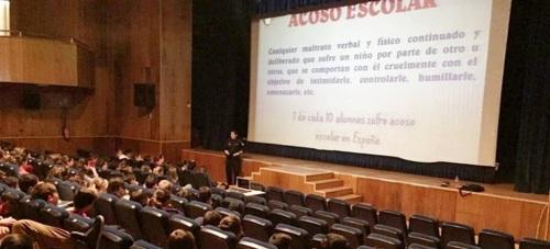 La Policía Local de Almuñécar informa a los estudiantes sexitanos sobre el acoso escolar y el ciberacoso
