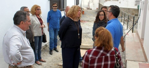 Las calles Granados y La Fuente del anejo de La Garnatilla cambian su imagen