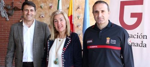María Ángeles Escámez con el vicepresidente de Diputación, Pedro Fernández, y el técnico del Consosrcio de Bomberos2