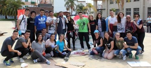 Más de 70 alumnos de la Escuela de Arte participan en una campaña de Limdeco para fomentar el reciclaje de vidrio