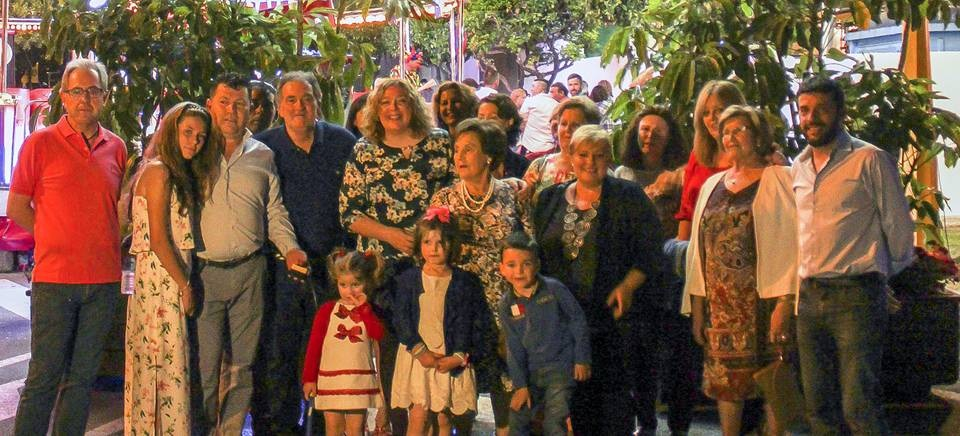 Comienzan las fiestas de Puntalón con el encendido de su alumbrado