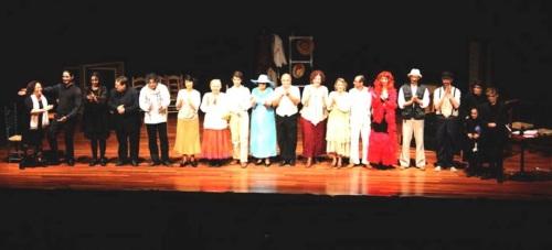 """Dionisio Theatre presentó anoche con éxito la obra de Pirandello """"Seis personajes e busca de autor"""""""