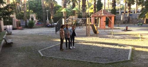 El PSOE critica el mal estado de los parques infantiles del municipio
