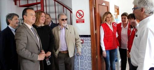 Flor Almón e Higinio Almagro destacan la labor que realizan los voluntarios de Cruz Roja en el Puerto de Motril
