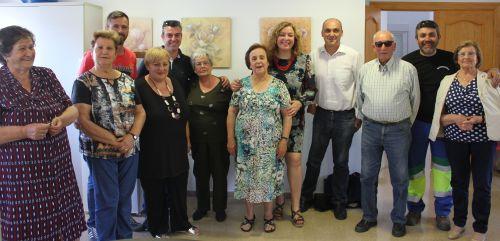Flor Almón, Gregorio Morales y Susana Fexias con los mayores de Puntalón