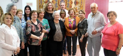 La alcaldesa de Motril visita el Centro de Mayores de Las Angustias